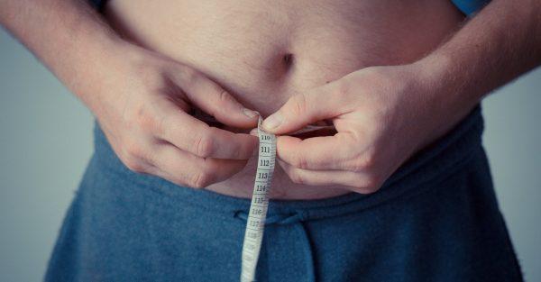 ¿Comer menos ayuda a adelgazar rápido o solo es un mito?